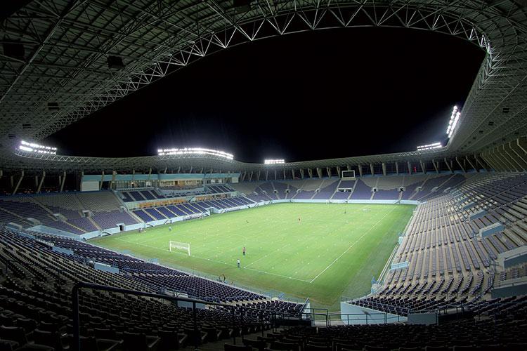Un campo da calcio illuminato dal made in italy officebit