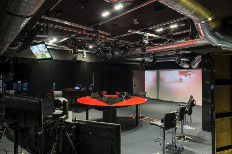 Nuova illuminazione per lo studio di registrazione di rtl - Mobili studio registrazione ...