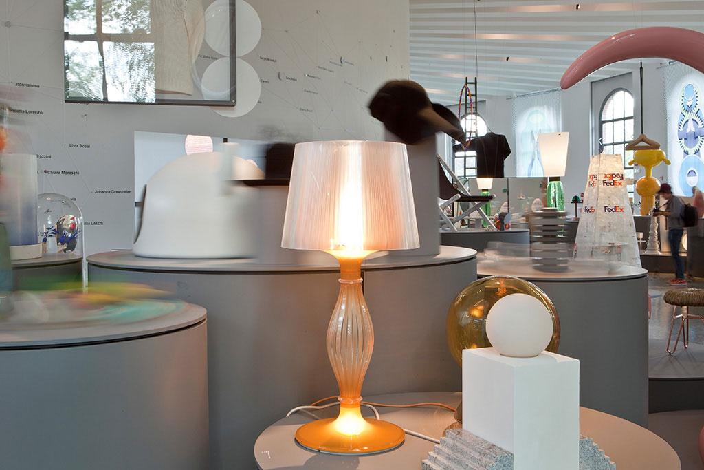 La collezione di lampade da tavolo liza in mostra a w women in italian design officebit - Lampade da tavolo classiche ...