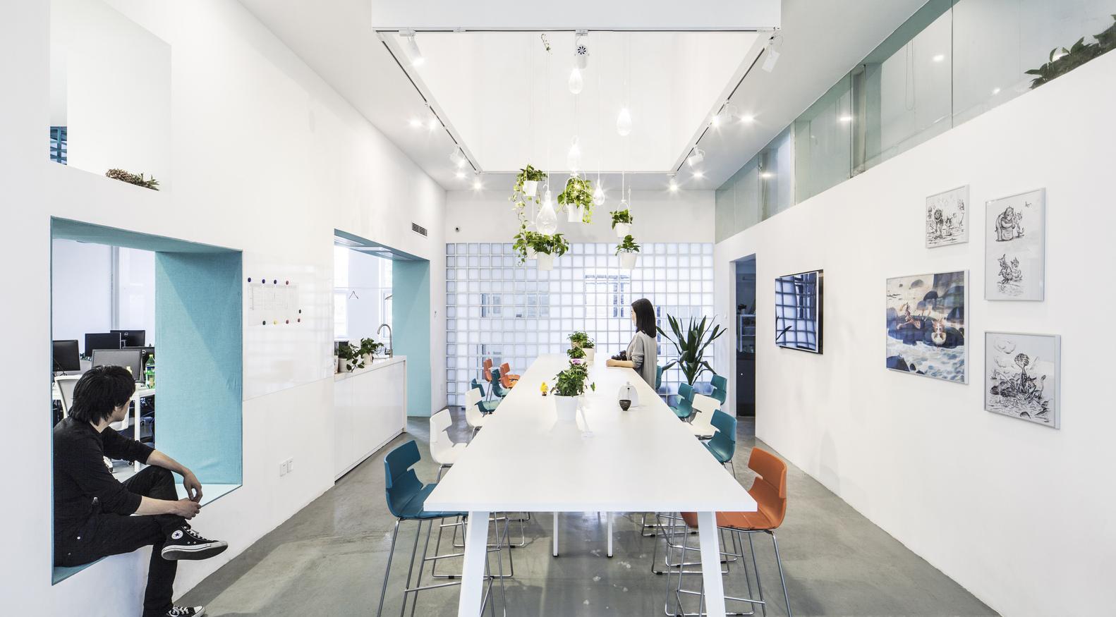 Luci Per Ufficio Milano : Un ufficio costruito con spazio luci e colori officebit