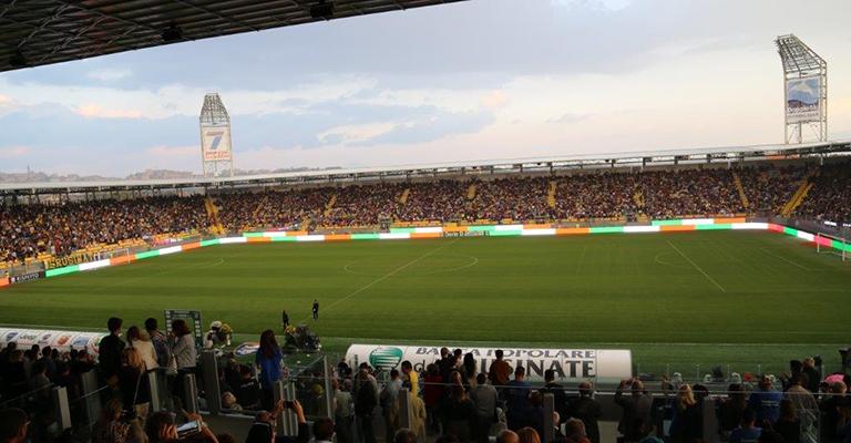 Illuminazione allo stadio di Frosinone » OfficeBit: arredi e mobili ...
