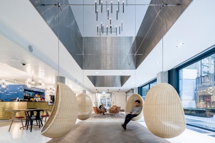 Real office una nuova sede creativa per saatchi saatchi for Piani d ufficio di 1200 piedi quadrati