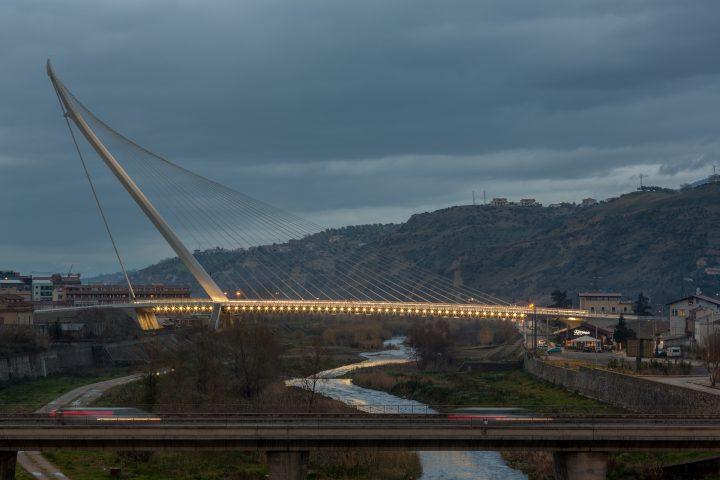 Arredamento Ufficio Cosenza : L illuminazione del ponte di san francesco di paola a cosenza